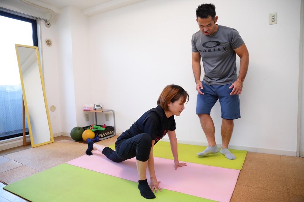 股関節と足首の動的ストレッチ2
