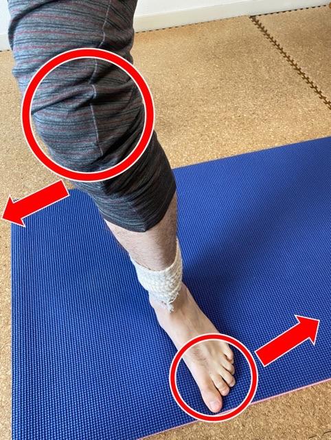 膝とつま先の向きが違う